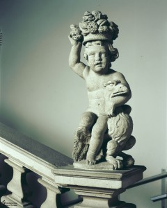 Putto  stringe l' aquila