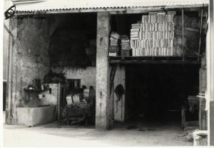Magazzini in una corte colognese (anni '60)