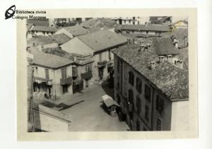 Piazza della Chiesa di San Maurizio al Lambro vista dall'alto (1948)