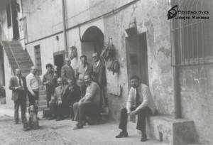"""La compagnia in """"curt del Musca"""" nel settembre 1975"""